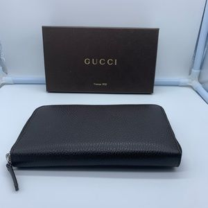 Authentic Gucci womens brown leather zip wallet